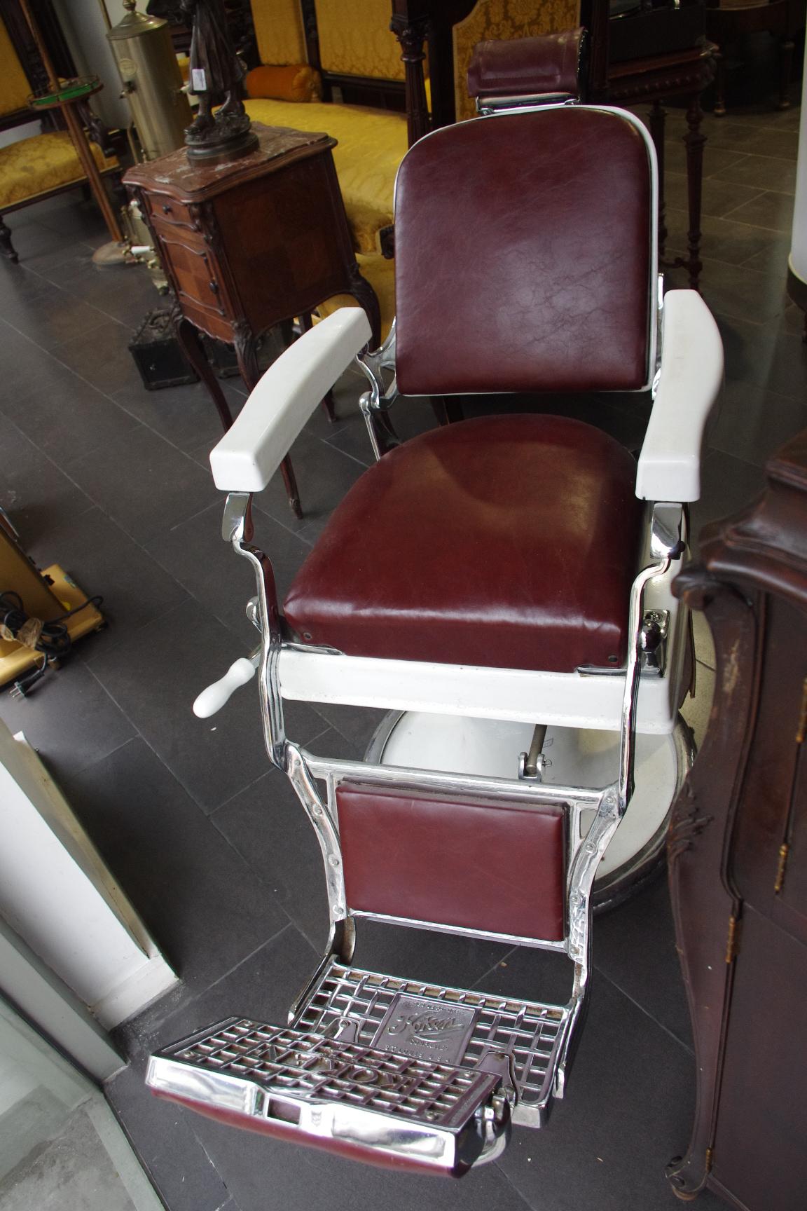 18世纪美国老式理发椅(品相完整)